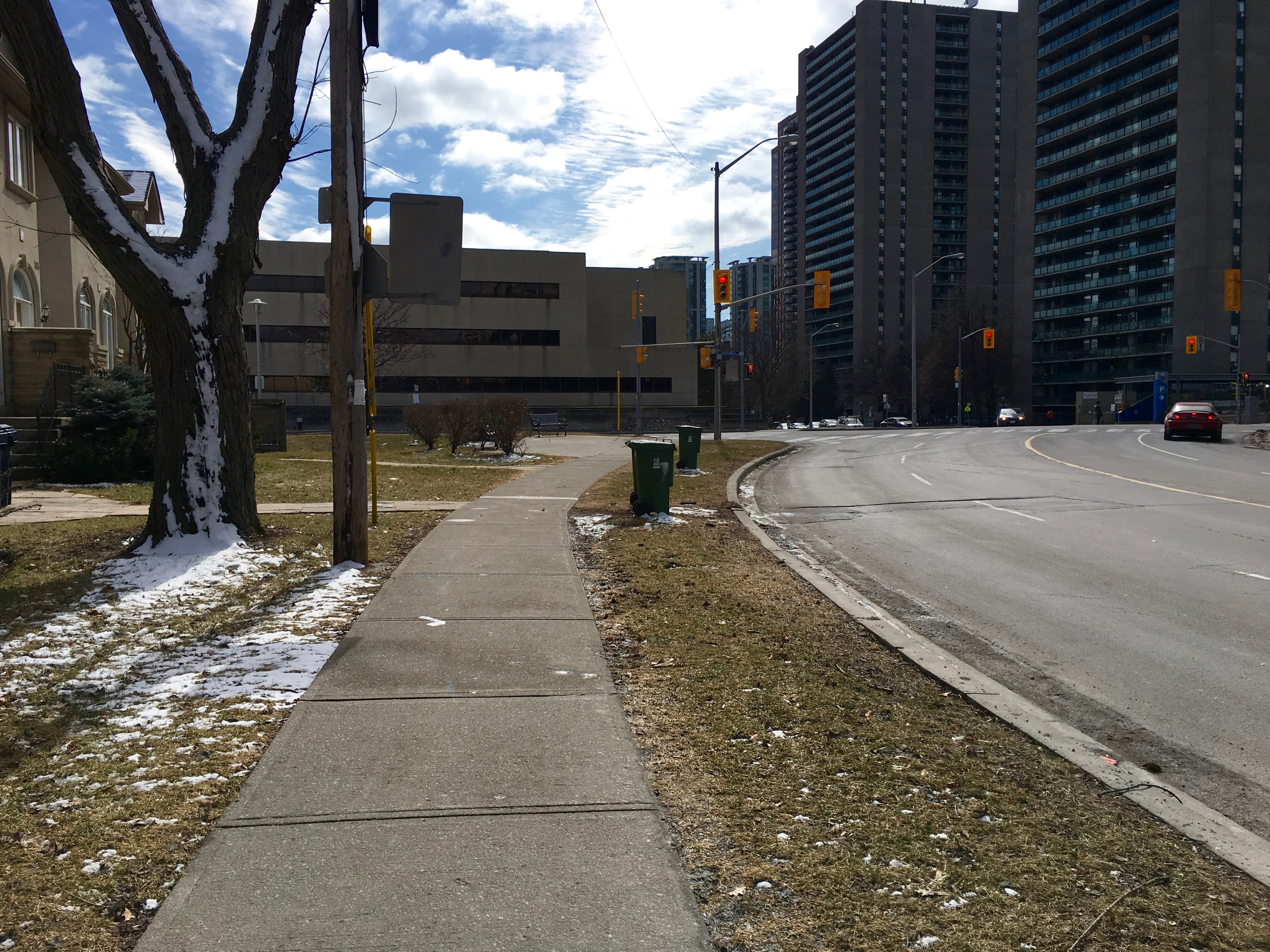 12:31 p.m., March 2, 2018. On the east side of Doris Avenue facing south.